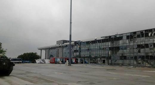Штурм Донецкого аэропорта продолжается: дончане проснулись от одиночных залпов