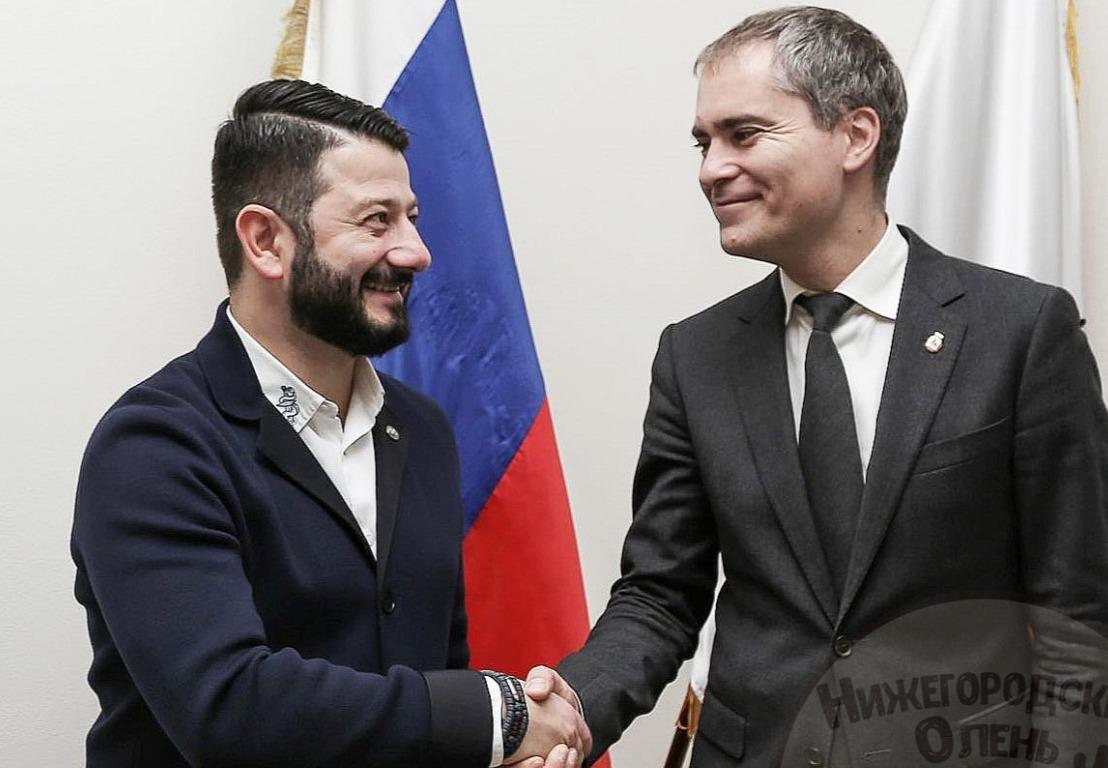 Что связывает Галустяна и патриотизм: за деньги комик договорился с Пановым о создании военно-патриотического центра
