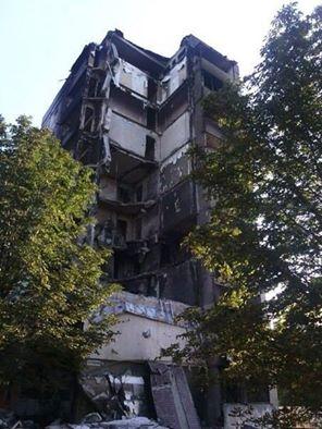 В девятиэтажный дом в Ясиноватой попал снаряд