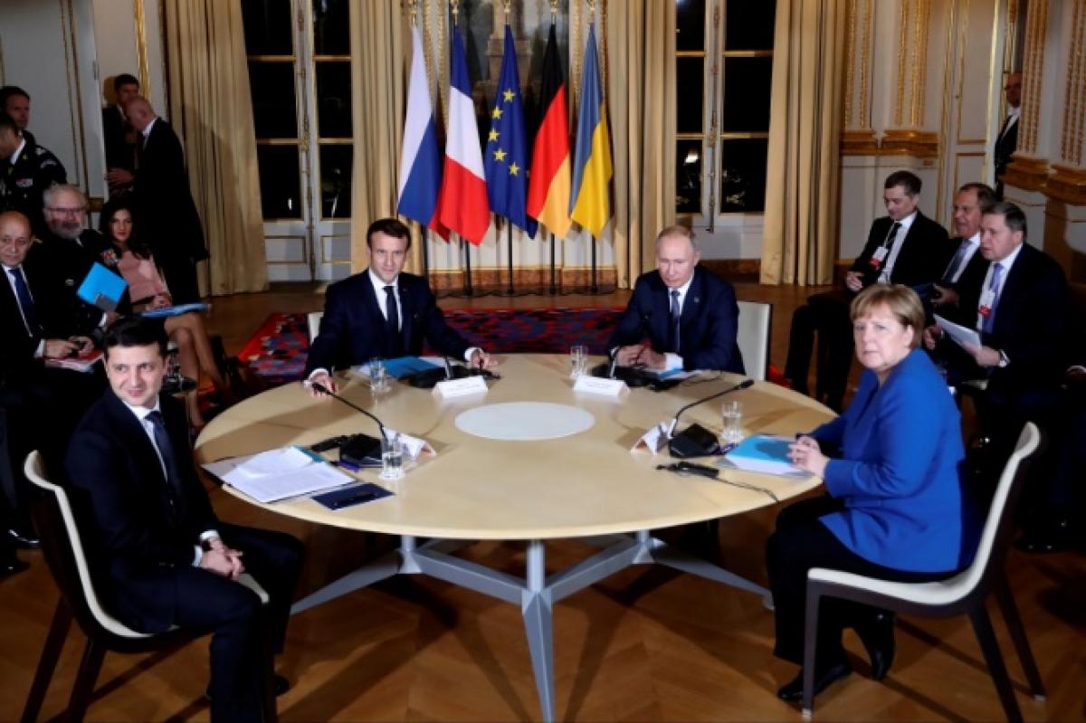 Нормандский саммит, Закрытая встреча, Путин, Охранник, Вооруженный, Париж, Елесейский дворец, Переговоры