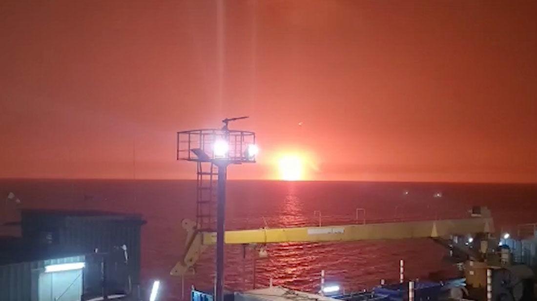 Взрыв и пожар в Каспийском море: эксперты озвучили три версии ЧП