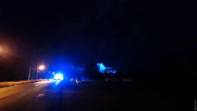 Взрыв и пожар на НПЗ в Одессе: первые подробности и кадры ЧП
