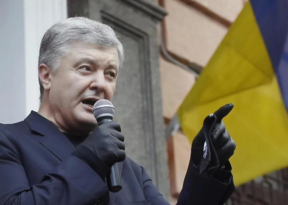"""Порошенко обратился к Зеленскому, требуя немедленной реакции: """"Остался еще месяц. Это экзамен для Вас"""""""