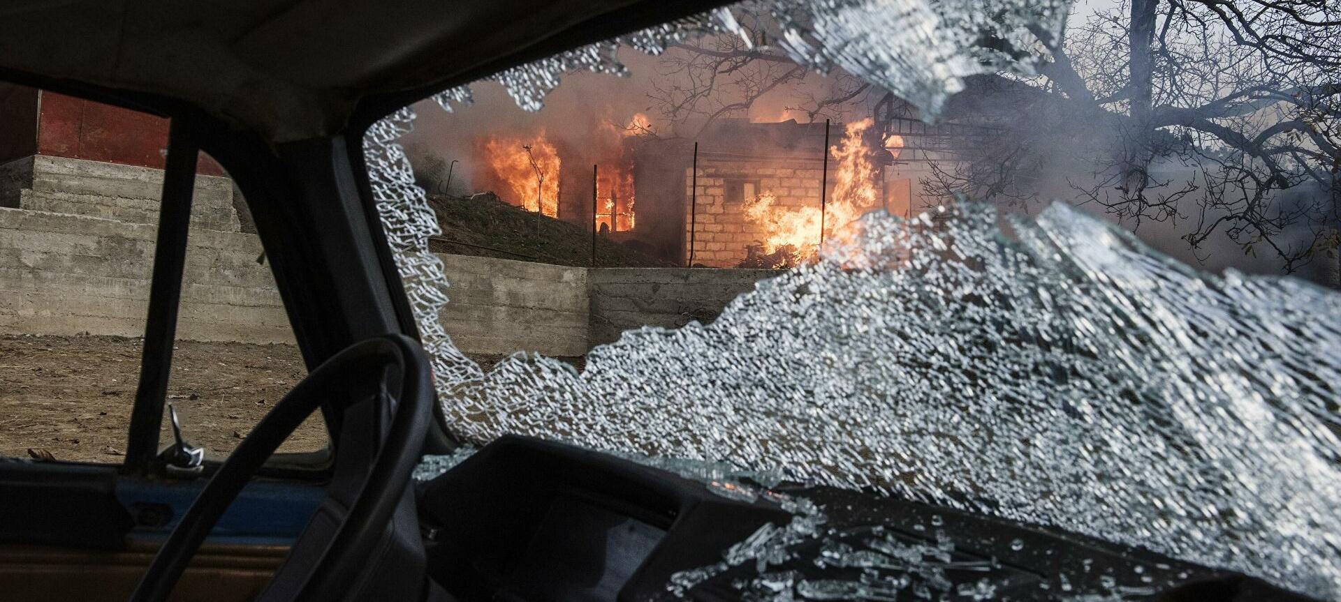 Лачин возвращен под контроль Азербайджана: уходя из города, армяне сжигали здания, видео