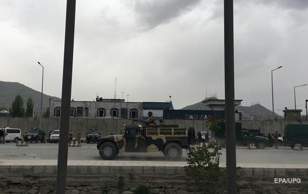 В центре Кабула произошел крупный теракт - 30 погибших, сотни раненых