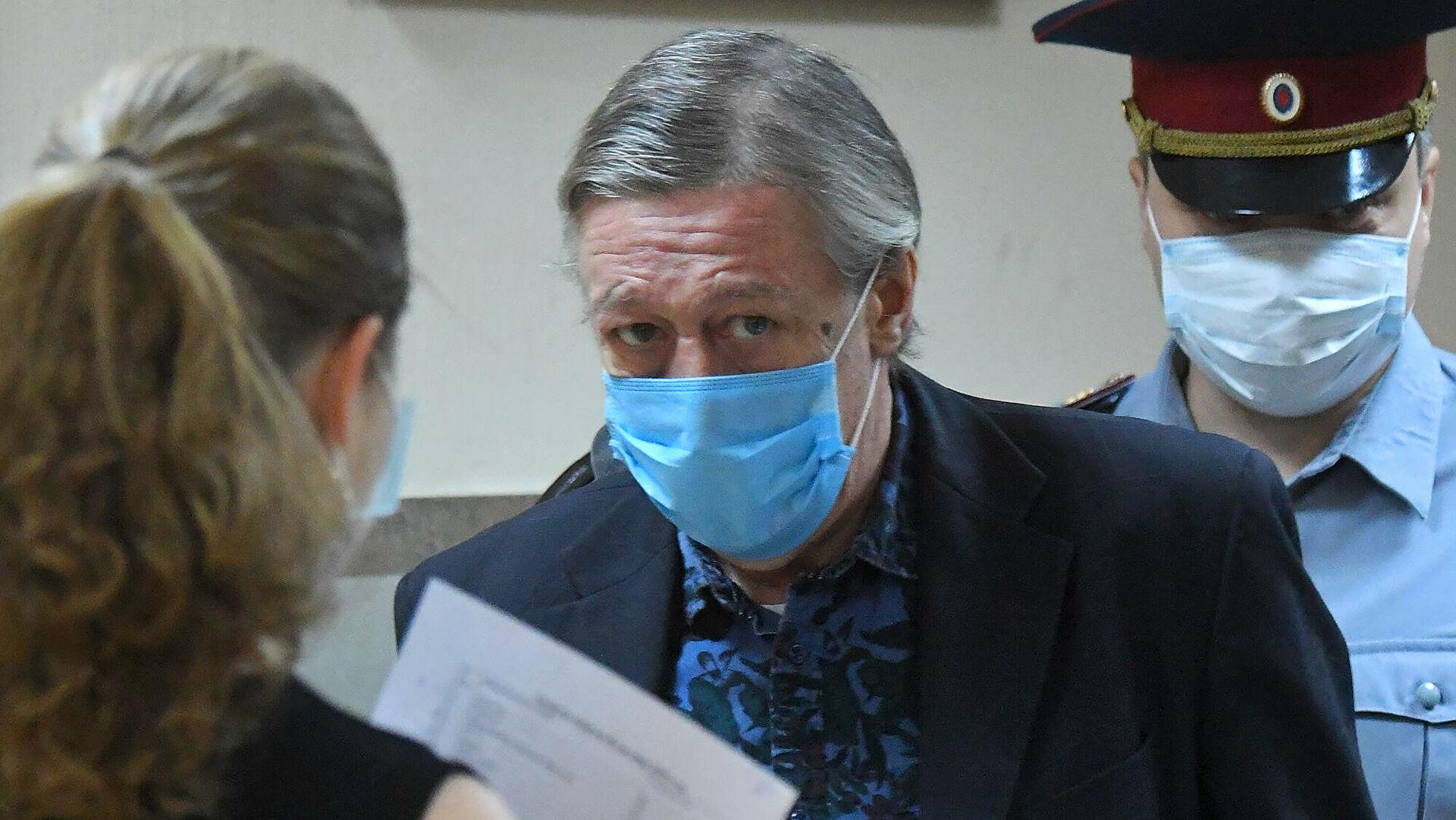Вместо колонии осужденный актер Михаил Ефремов остался в СИЗО