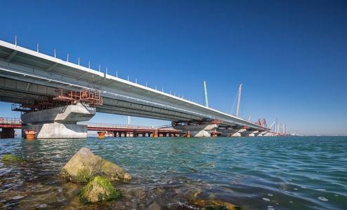 Наглости нет предела: путинский мост в Крыму перекроет движение через Керченский пролив крупногабаритным кораблям - фотофакт