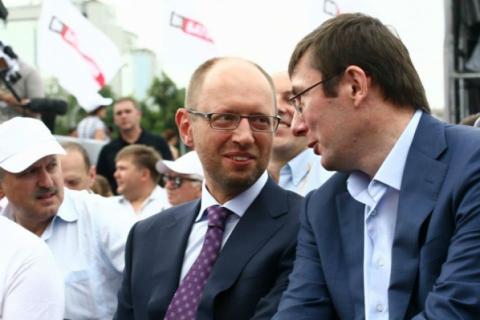 """Луценко – """"Народному фронту"""": сколько можно терроризировать страну ради спасения премьера?"""