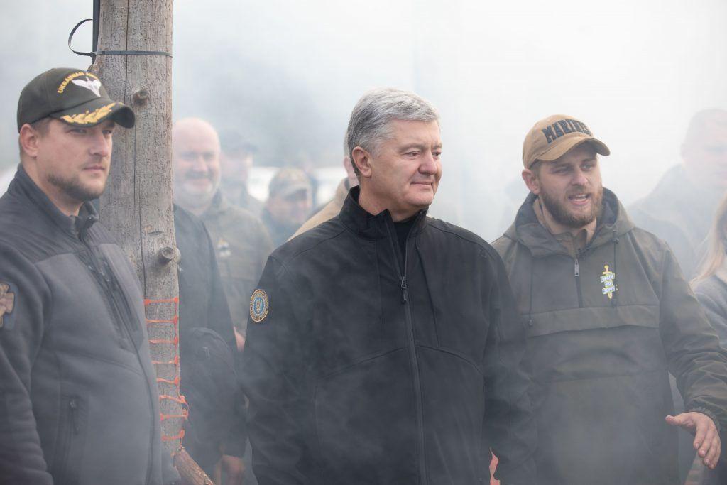 """Порошенко пообещал держать """"красные линии"""", не позволяющие власти """"сползти в Российскую империю"""""""