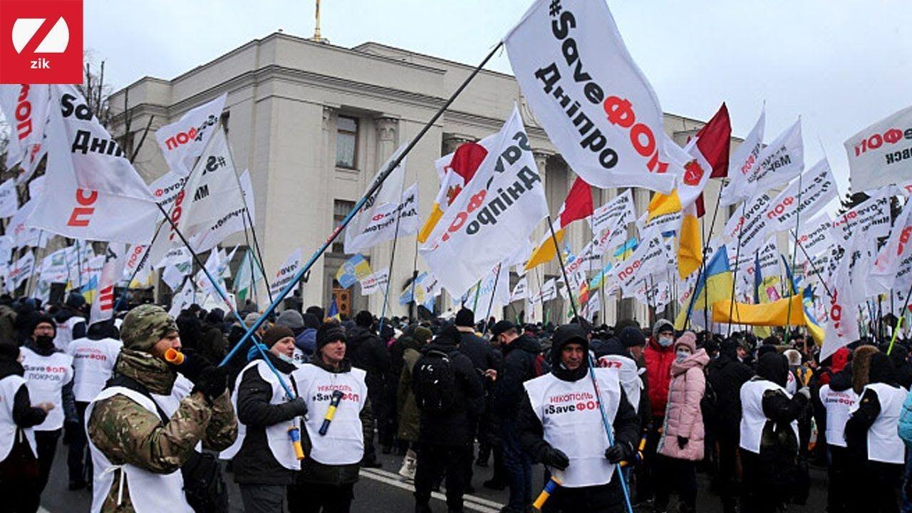 """""""Битва за гроб"""": в центре Киева идет противостояние ФОПов и полиции"""