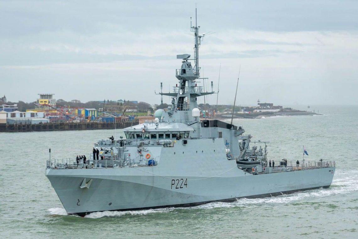 Корабль ВМС Британии Trent зашел в Черное море: флот РФ поднят по тревоге и начал слежку