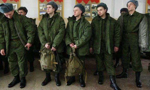 В армии РФ скандал: один джигит заставил  50 солдат танцевать, взявшись за руки