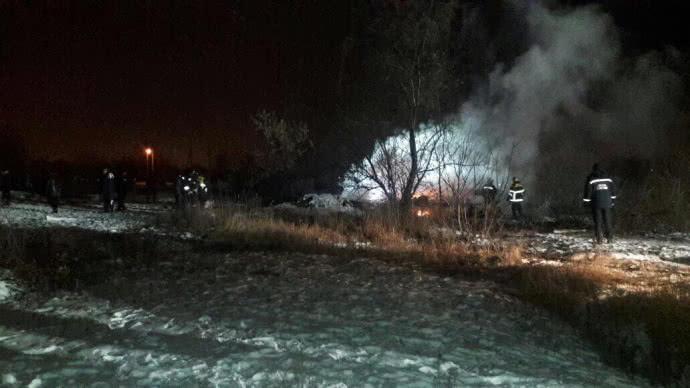 В Кременчуге разбился вертолет. По имеющейся информации он упал и  загорелся, в результате чего на месте погибли люди, сообщает