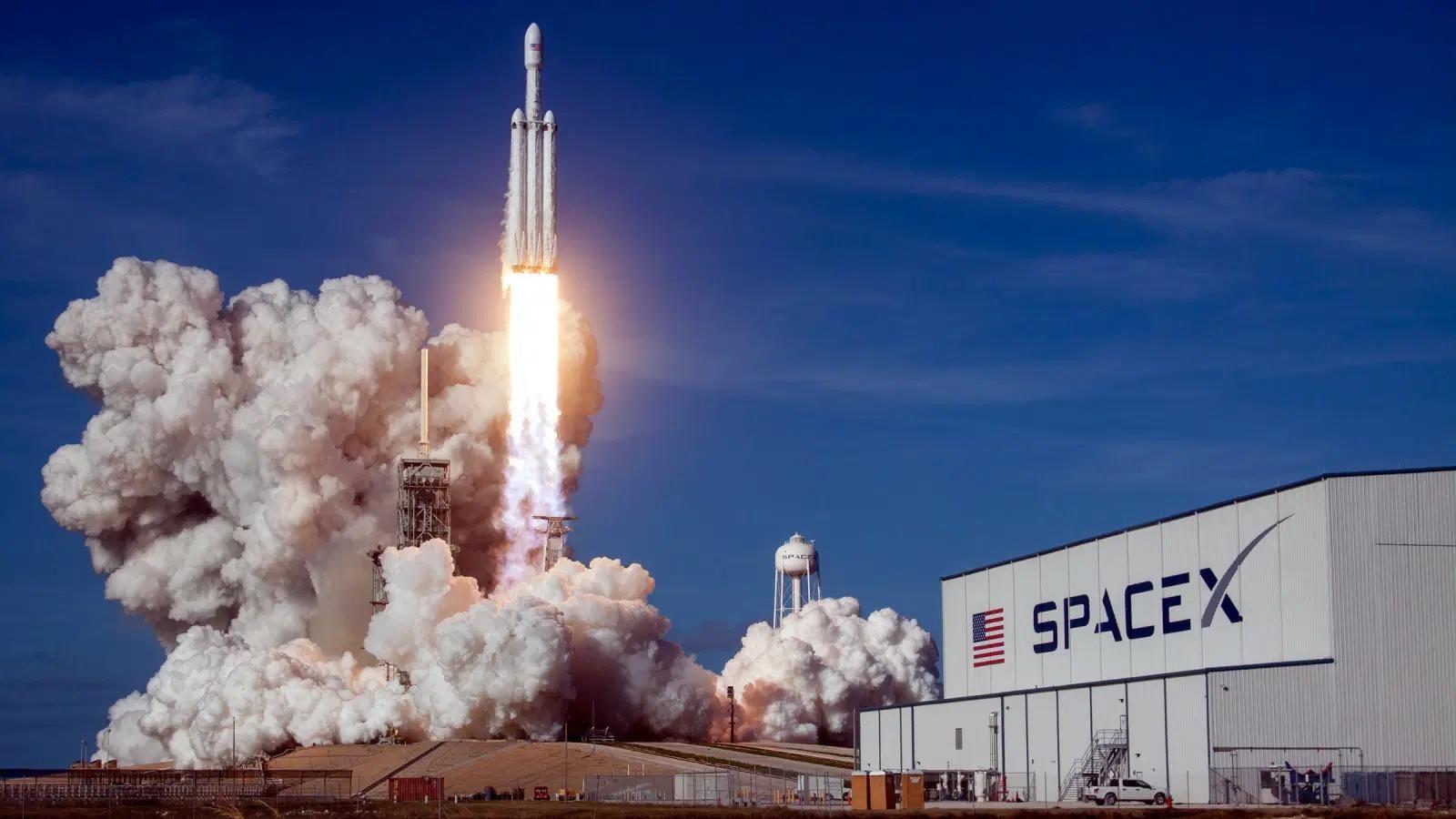 SpaceX намерена отправить в космос первый экипаж, состоящий исключительно из туристов