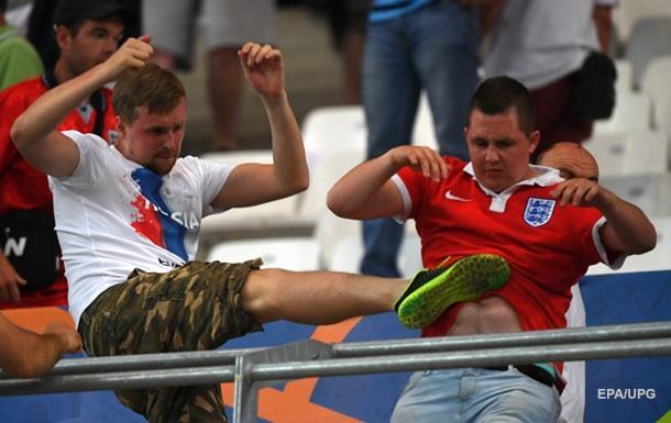 Юный болельщик сборной Португалии пытается успокоить расстроившегося французского фана, после поражения его команды в финале Евро-2016 - Цензор.НЕТ 7570