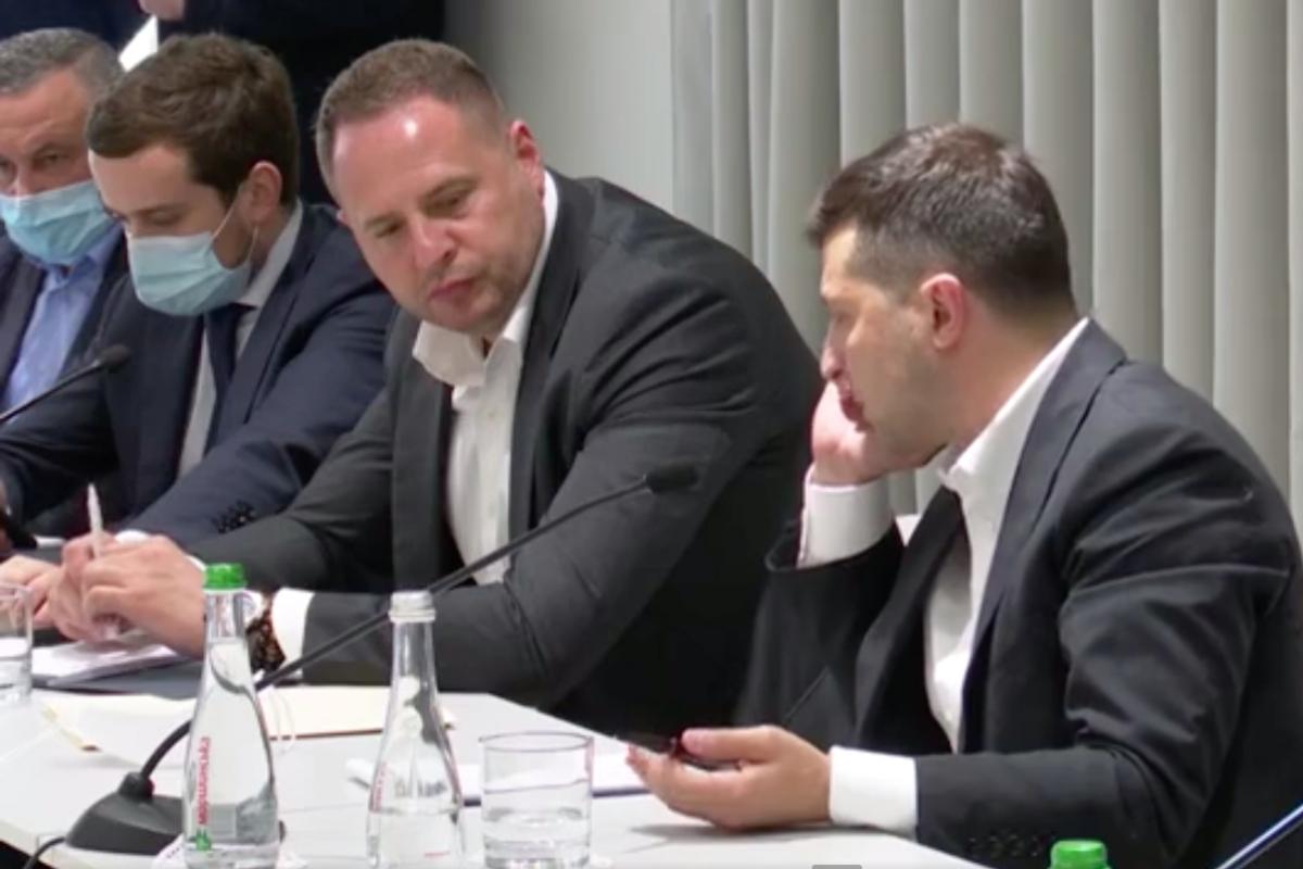 """Звонок Зеленского главе """"Укрэксимбанка"""" Мецгеру попал на видео: """"Это происходит по всей стране"""""""