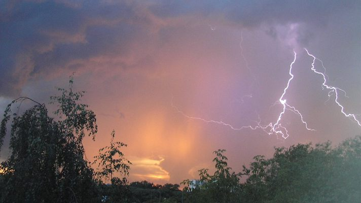 Значительное ухудшение погоды: востоку и западу Украины прогнозируют сильные осадки