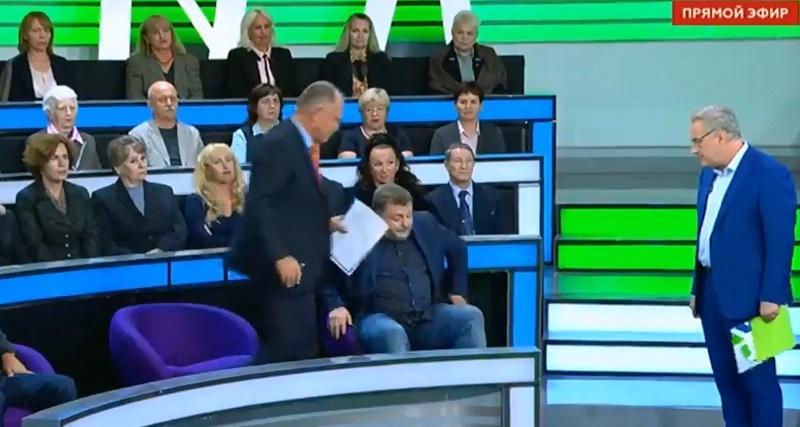 """Ведущий пропагандистского телеканала """"НТВ"""" Норкин обругал матом и выгнал из студии политолога из Украины - кадры"""