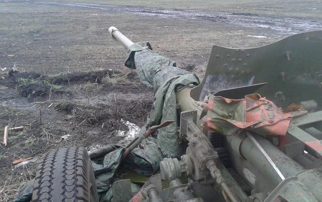 """Боевики """"качают"""" Донбасс: в штабе АТО сообщили о мощных обстрелах из тяжелой артиллерии по всему фронту и потерях"""