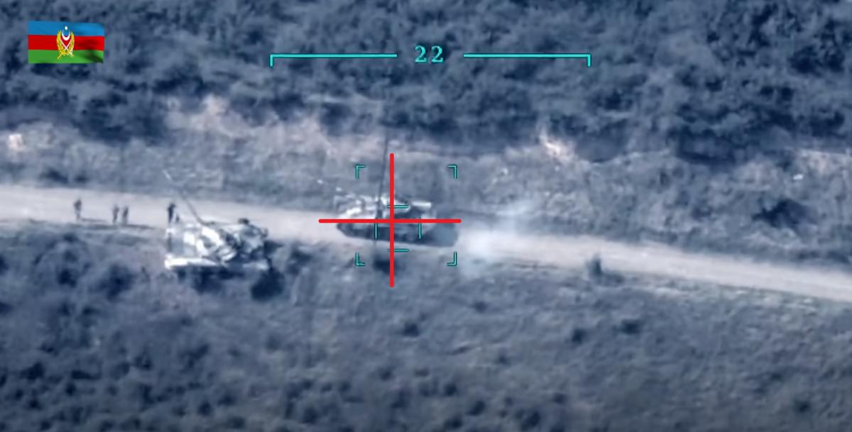 Беспилотник Азербайджана ликвидировал армянский танк в Карабахе: кадры взрыва