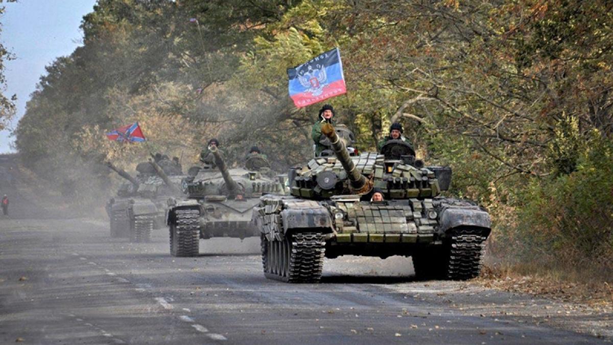 """Бронетехника """"Л/ДНР"""" при поддержке казаков срочно выдвинулась на передовую: """"Дана команда не жалеть снарядов"""""""
