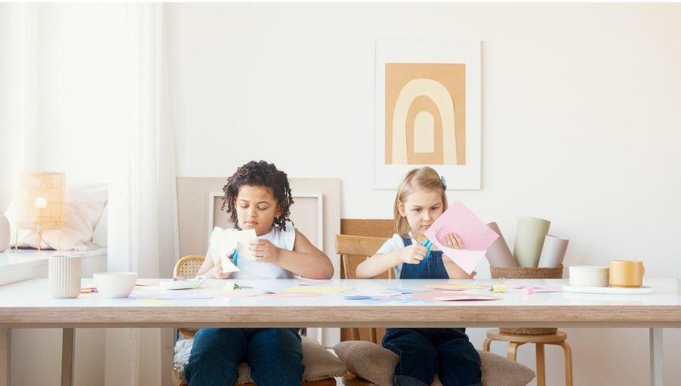 Стіл у дитячу кімнату: рекомендації для вдалого вибору