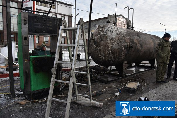 В центре Донецка взорвалась заправка. В МЧС ДНР опровергают фотофакт