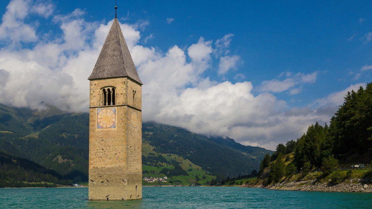 """В Италии из-под воды """"всплыла"""" деревня, которая затонула в 1950 году"""