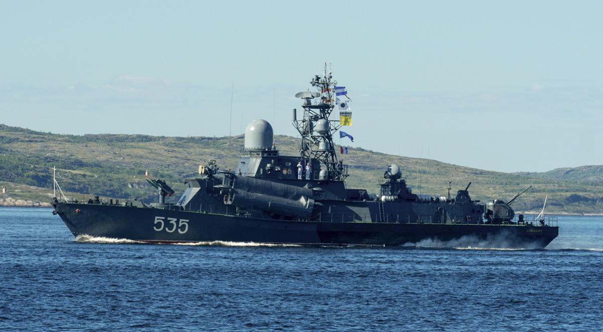 Фрегат ВМФ РФ столкнулся с грузовым кораблем возле моста Эресунн и получил пробоину