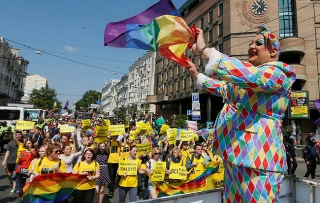 Евродепутаты призвали украинских политиков явиться на гей-парад в Киеве
