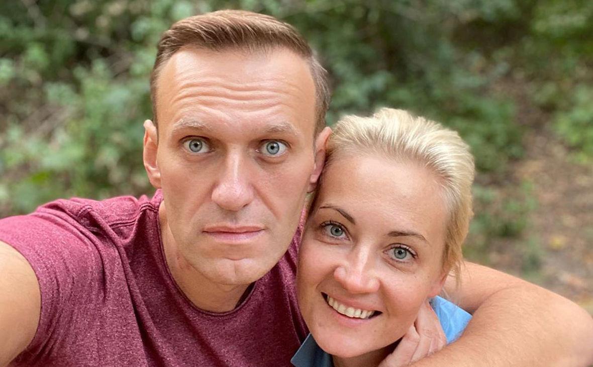 """""""Врача к нему не пускают, он почти не разговаривает"""", – жена Навального бьет тревогу из-за состояния мужа"""
