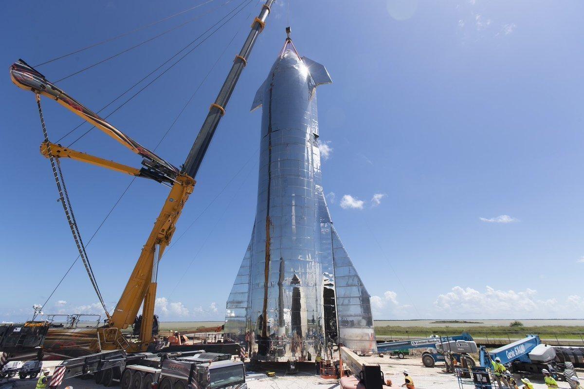 SpaceX готовится к полетам на Луну и Марс: Starship Илона Маска впервые удачно приземлился