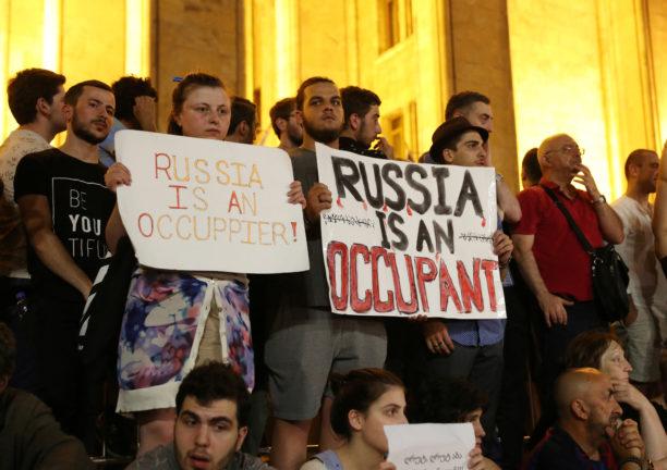 Грузия, Россия, Путин, протесты, акция, протестующие, парламент, отставка