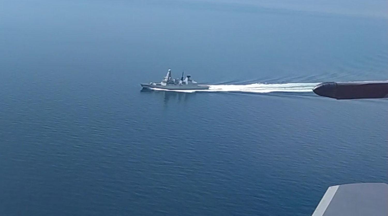 """ФСБ показала, как британский Defender """"преследовали"""" в Черном море: """"Внимательно следим. Огонь!"""""""