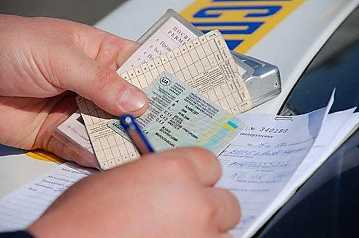 Водители могут не брать с собой права: Кабмин упростил жизнь украинцам - детали решения