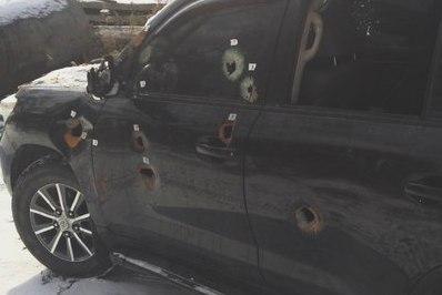 """Неподалеку от Мелитополя неизвестные обстреляли """"Mercedes Vito"""" из охотничьего оружия и сильно избили водителя"""