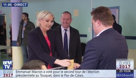 Марин Ле Пен и Эммануэль Макрон проголосовали во втором туре выборов президента Франции