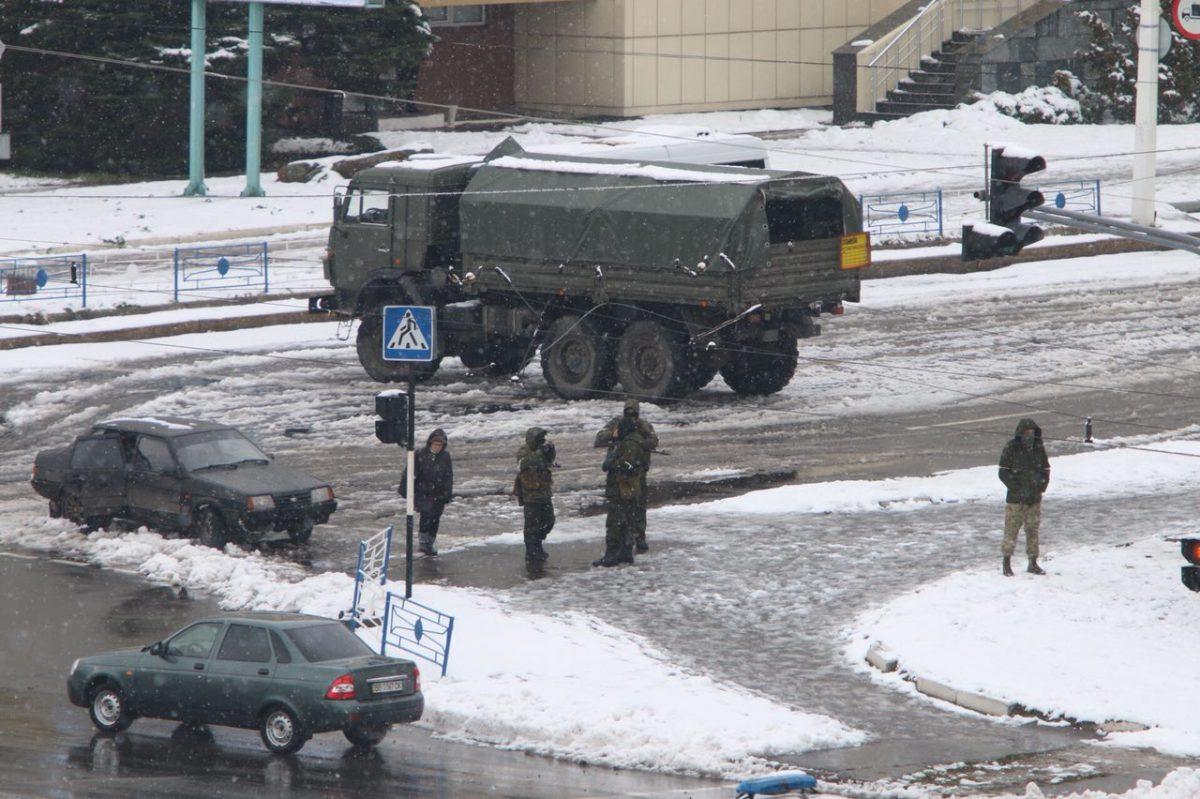 """""""Они просто издеваются над нами..."""" - боевики """"ЛНР"""" ввели новые ограничения для жителей Луганска, люди возмущены и не понимают причин"""