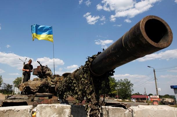 Разрушенные дома, танки и бесплатный хлеб: последствия АТО в Дебальцево