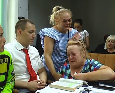 Смерть в Харькове чемпиона Бессонова: кадры, как виновница ДТП Котова просит о прощении на коленях