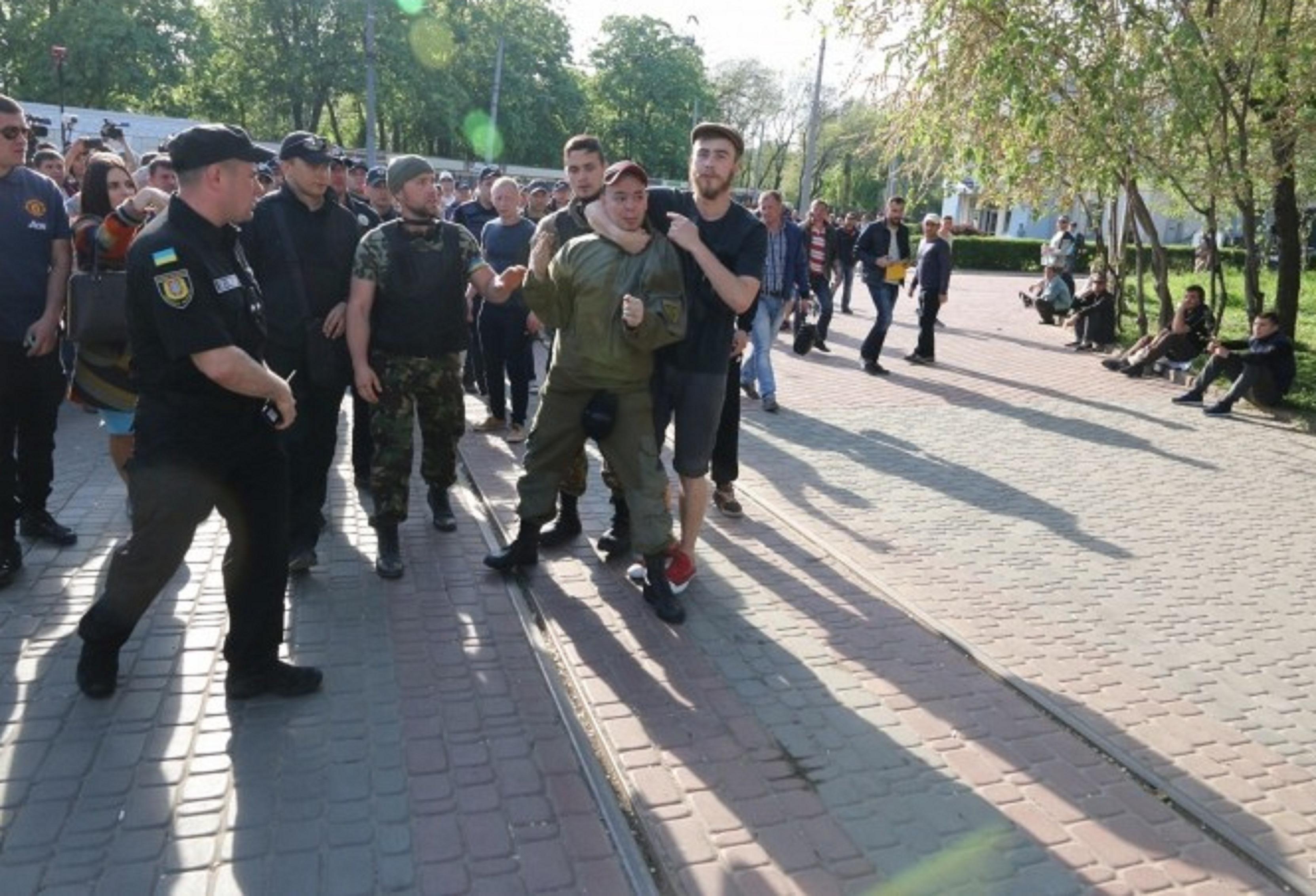 """""""Правый сектор"""" и """"куликовцы"""" устроили драку в Одессе: зачинщиков пришлось выдворять за пределы Куликова поля"""