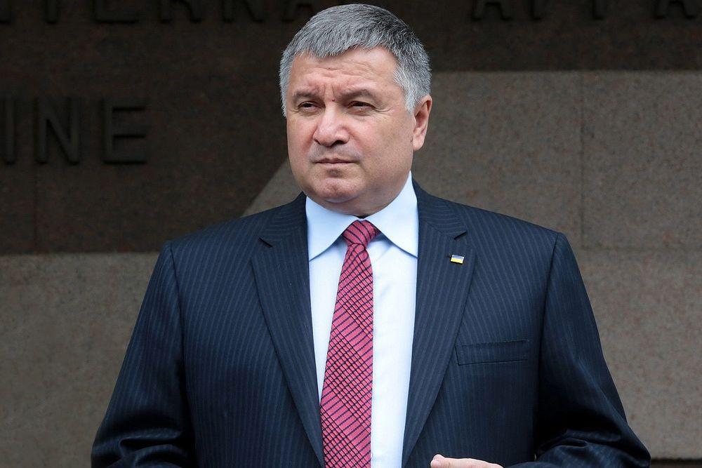 """Аваков официально подтвердил свою отставку: """"Честь имею!"""""""