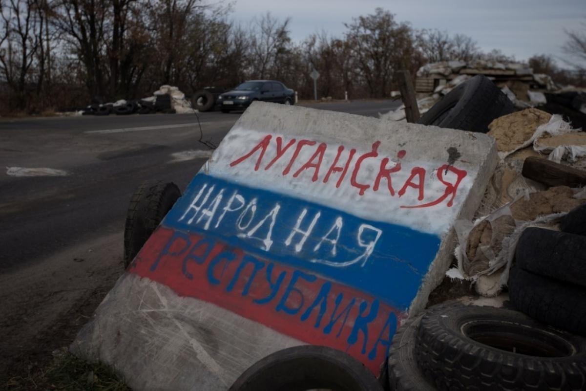 """Протест в Антраците: как только сотни жителей """"ЛНР"""" вышли бунтовать, в городе отключили связь и Интернет"""