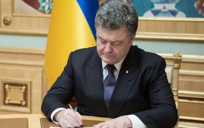 """Порошенко поддержал закон Рады по повышению минзарплаты до 3,2 тысячи гривен и обязательным выплатам в казну от ФОПов-""""неудачников"""""""