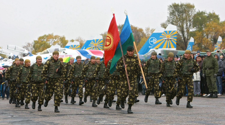 В Киргизии пропал президент и закрывают границу