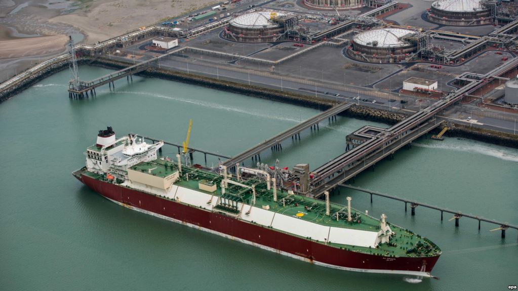"""США вытесняют """"Газпром"""" из Европы: в Польшу прибыл танкер с американским сжиженным газом - кадры"""