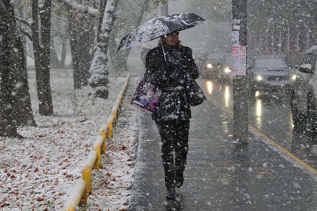"""Киев, Днепр и другие города Украины накрыл погодный """"апокалипсис"""" - весна удивила страну ливневым снегом и ветром"""