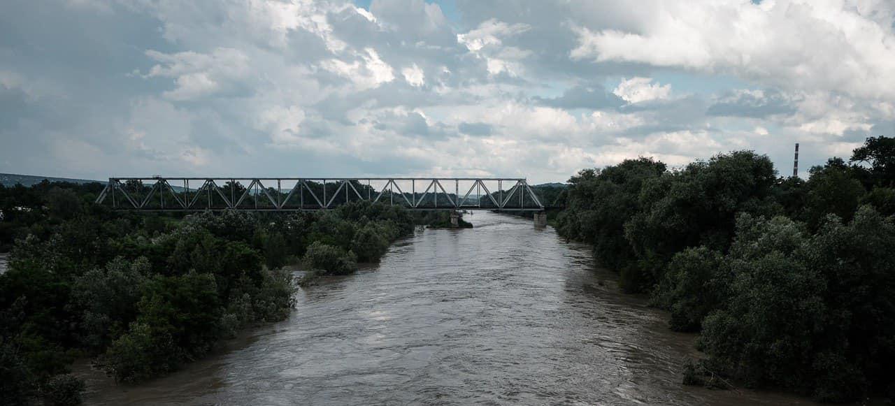 Потоп в Черновицкой области: река Прут выходит из берегов, сотни сел могут быть затоплены