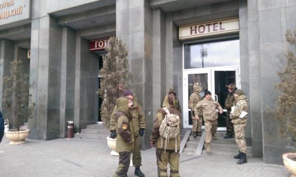 """Украина, Киев, Майдан Независимости, отель, """"Радикальные правые силы"""", политика, общество, протест, вече, митинг, правительство"""