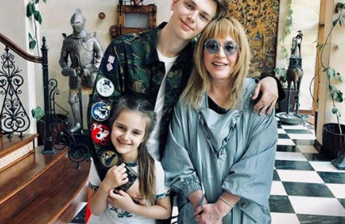 Внука Пугачевой Дени заметили облысевшим, поклонники заподозрили проблемы со здоровьем